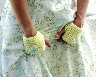 Crochet tea gloves, hand warmers, fingerless Gloves, wrist warmers in pale yellow