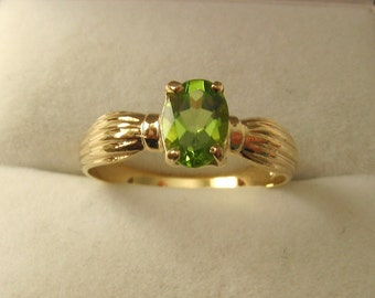 Genuine SOLID 9ct YELLOW GOLD  Natural Peridot Ring