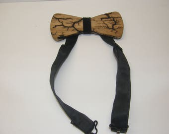 Wooden bowtie with lichtenberg patterns, with matching wood pocket square.