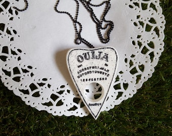 Pastel Goth Ouija Board Planchette Convertible Necklace Brooch Pin, Occult Jewellery, Witch Aesthetic, Resin Jewelry, Witch Necklace Brooch