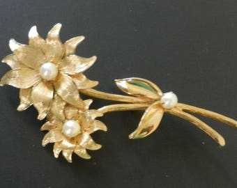 Large Vintage Pearl Floral Brooch Gold Tone Prong Set Faux Pearls Flower Pin