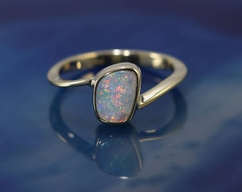 White Opal ring 18ct Gold. Coober Pedy Opal,  Free shipping!