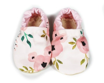Pink Rose baby moccs, baby shoes,  vegan baby moccs, crib shoes, baby booties, baby, shoes, style, babies, baby girl, soft soled shoes