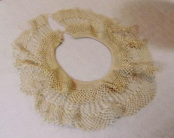 Vintage Ladies Crocheted Collar