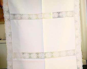 Linen placemat with Rose lace, 58 x 89 cm