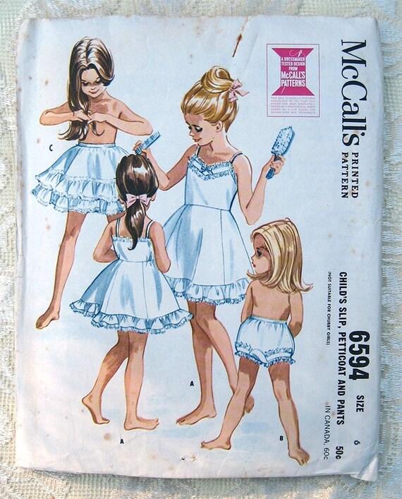 Vintage 60er Jahre Mädchen Slip, Unterrock und Höschen. McCall\'s ...