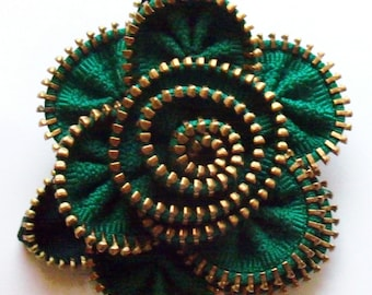 Kelly Green St Patrick Floral Brooch / Zipper Pin by ZipPinning Brass teeth - 2913