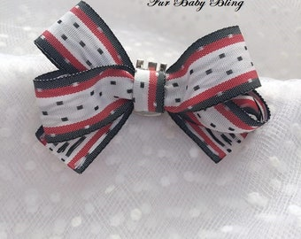 Red black and white collar clip
