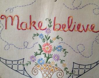 Faire croire, tapisserie moderne, brodé à la main, l'art Chambre Pastel, papillon, Cottage chic, Boho
