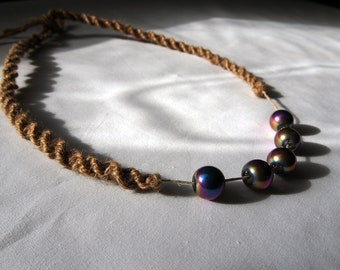 Iridescent beads jute necklace / surfer necklace / hippie necklace / festival jewelry / natural jewelry / earthy jewelry / glass beads