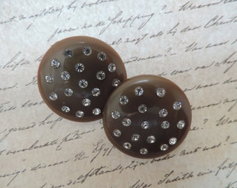 brown rhinestone button earrings 1950s lucite studded disc clip-ons