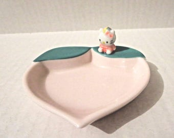 Sanrio Hello Kitty Vintage Trinket Dish Pink with Leaf 76, 97