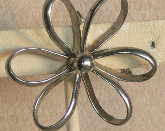 SILVER flower brooch or pin