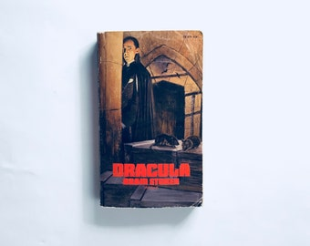DRACULA / by Bram STOKER / RARE 1st Print / Vintage Horror Classic Paperback Book