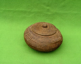 Antique Inuit lidded basket, Est from early 1900's,