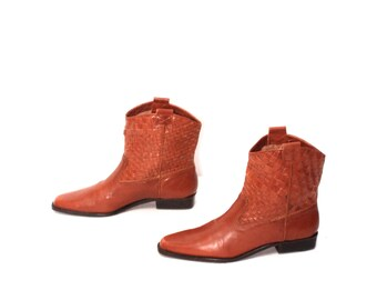 size 6.5 CHELSEA tan leather 80s 90s WOVEN pull on ANKLE boots
