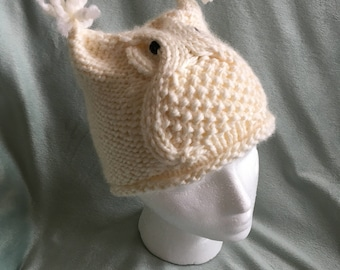 Knitted toddler owl hat