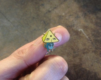 Lucky Star Cat: 14k Gold Plated Lapel Pin
