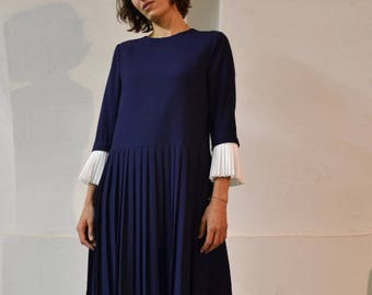 BLUE PLEATED  Wool DRESS // loose Fit Dress //  detachable white pleated cuffs // Sample
