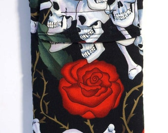 Gadget pouch -  Skulls and Roses Cell Phone Case - Glasses case - Smartphone case - Coin purse - Tattoo print - Skulls - Roses - Phone pouch