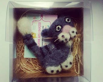 Felted animal, needle felted cat brooch