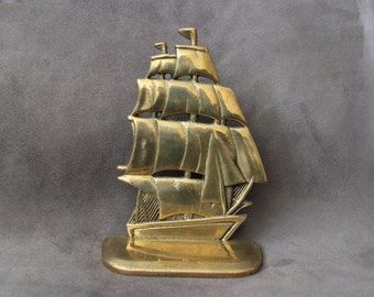 Vintage 1 lb + Solid Brass Ship Figurine, Clipper Model,Brass Clipper Bookend, Ship Paperweight, Nautical Home Decor, Brass Ship Paperweight