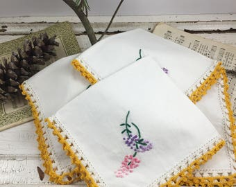 SALE set/4 vintage embroidered napkins,  linen napkins