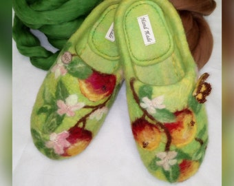 Slippers felted for woman with Apples