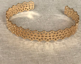 Bangle is rigid open lace 3 Micron gold plated