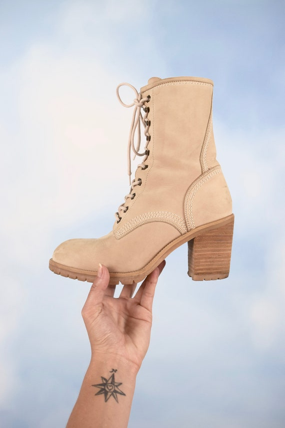 Vintage 90s Guess Supple Beige Suede Lace Up Boots with Stacked Heel (size 9.5)