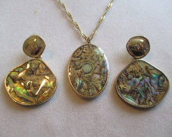 Abalone Gold Tone Pendant Necklace With Matching earrings & Rope Chain