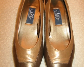 vintage womens two-tone (bronze and copper) Selby heels size 7 C/A - gently worn - made in the USA
