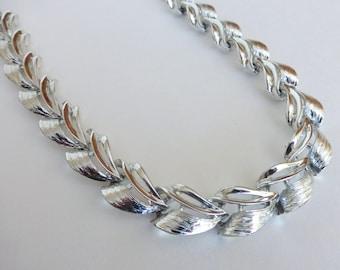 Vintage 1950's Textured Silver Deco Wave Adjustable Statement Collar Necklace