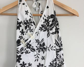 90s Black and white floral halter top. ASIAN style wrap top. Tie up top. Size S
