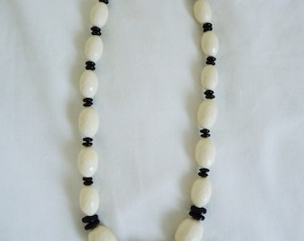 Vintage black and white plastic beaded necklace