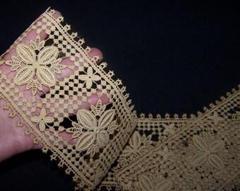 VINTAGE Wide Unusual Ecru Lace /Trim Fancy Millinery Boudoir