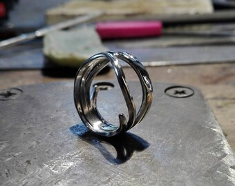 Sterling Silver ring interlaced 3 rounds