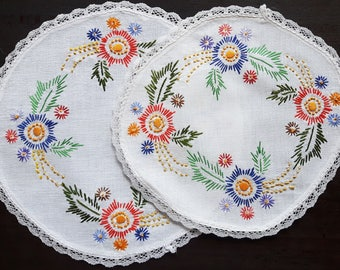 Vintage embroidered doily set of two