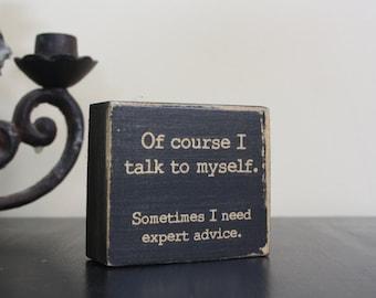 Signe de petit bureau, bureau, parle à moi-même, conseils d'experts, bloc de citation, détresse blanc noir, vieilli, citation drôle, panneau en bois, drôle de cadeau