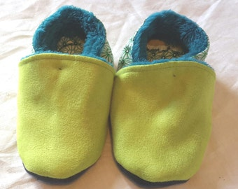 Stuffed baby shoes, size 21 green and blue