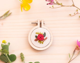 Mini embroidery hoop brooch Red Rose