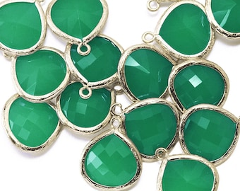 10% OFF (10 Pieces) . Palace Green Glass Pendant .  Wholesale Jewelry Supply . 16K Polished Gold Plated over Brass - AG002-PG-PG