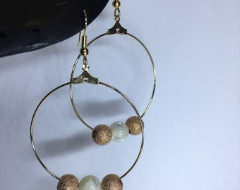 earrings in 18K gold plated / pearl white pearl and pearl gold color