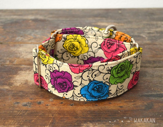Martingale dog collar model Tattoo Roses. Adjustable and handmade with 100% cotton fabric. roses in bright colors with swirls. Wakakan