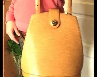 Louis Vuitton Cluny Bucket Bag
