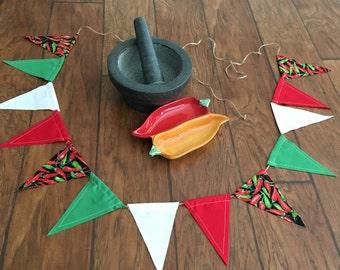 Cinco de Mayo Banner/Chili Pepper Fabric Banner/Handmade/Cinco de Mayo Decoration/Mexican Flag Bunting/Flag Banner/Cinco de Mayo/Southwest