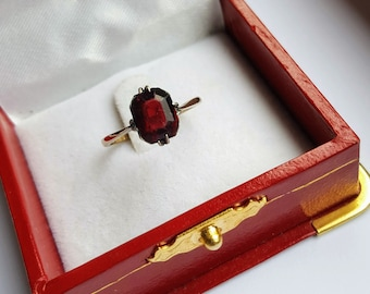 Vintage 9 ct gold red garnet ladies ring, gold garnet ring encased in silver, ladies dress stackable rings size K, ring size USA 5 1/2