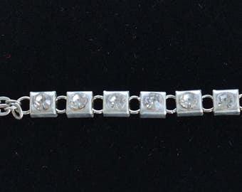 "Delicate Vintage Rhinestone Bracelet, Silver tone Chain, 7-3/4"" (D16)"