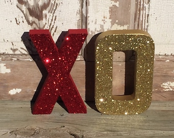 Red & Gold XOHugs and Kisses Glitter Stand Up Letters