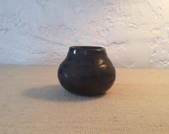 Santo Domingo Pueblo  Black Pot